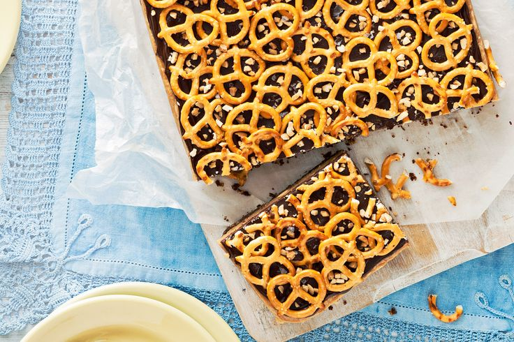 Crazy+combination?+Not+at+all!+The+sweet,+nutty+caramel+fudge+is+delicious+paired+with+the+salty,+crunchy+bites+of+pretzels.+Give+it+a+try!