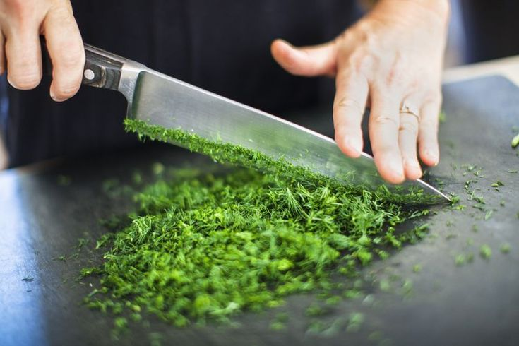 What's the Difference Between Santoku Knives and Chef's Knives?