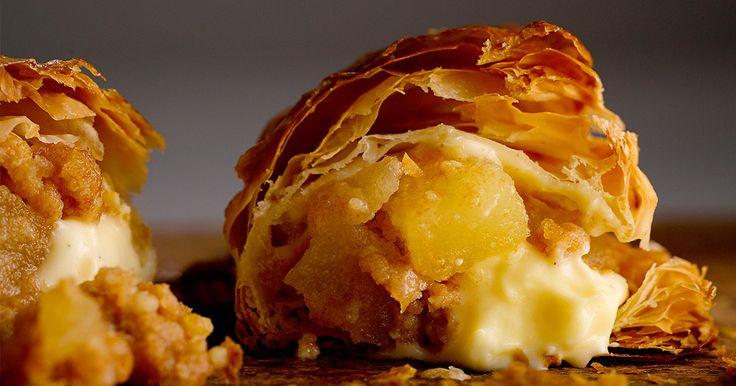 3月4日、池袋にオープン。北海道で人気のアップルパイが本州初上陸。サクサクのパイ、後入れでたっぷりはいったカスタードクリーム、ゴロっとしたリンゴが特徴。手のひらサイズのグローブ型で食べやすい大きさ。