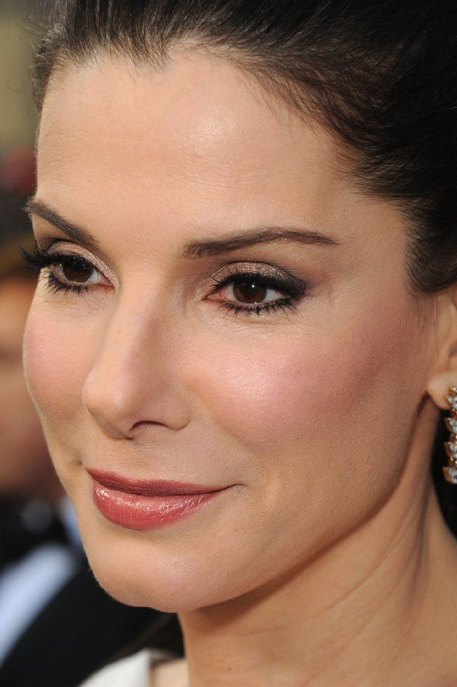Mature makeup on Sandra Bullock