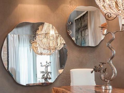 Luxusní italské interiérové doplňky jsou od počátečního návrhu až po finální produkt vyráběny ručně v dílnách italské firmy. 9.270 Kč Momenti. #design #mirror #style #interiordesign #momenti #stylish #home