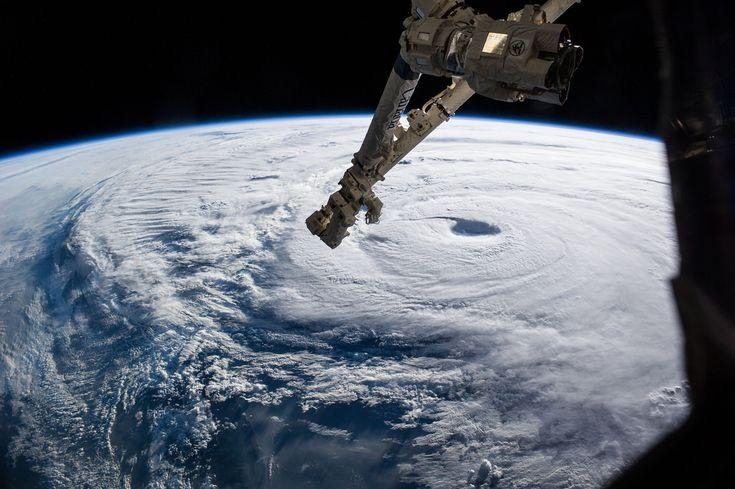 La terra vista dallo spazio: le nuvole disegnano spirali.