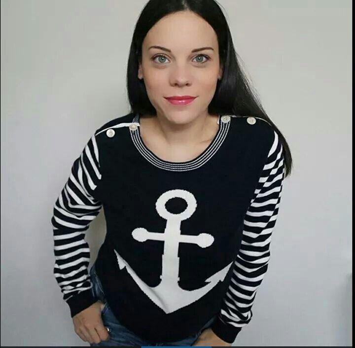 la web influencer @elenaschiavon indossa un maglione di cotone della nuova collezione primavera/estate 2016 d ispirazione mariniere. #bellissima #stefanelvigevano #stefanel #look #moda #trendy #shopping #negozio #shop #vigevano #lomellina #piazzaducale #springsummer2016 #newcollection #blu #mariniere