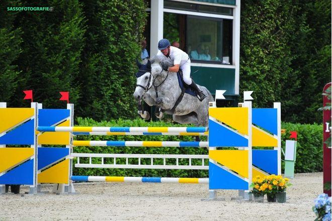 Euro Horse (centro di allevamento ed addestramento) vende: Varoness II - femmina grigia Holsteiner del 2005, ottima genealogia da salto ostacoli (Padre: Limbus, Padre della madre: Calido I), ottimi risultati nella categoria C130.  Video e foto sono disponibili:http://www.eh-sporthorses.com Per info contattare via email: eh.sporthorses@gmail.com o cell. 3453717826 - Giorgio Laganà
