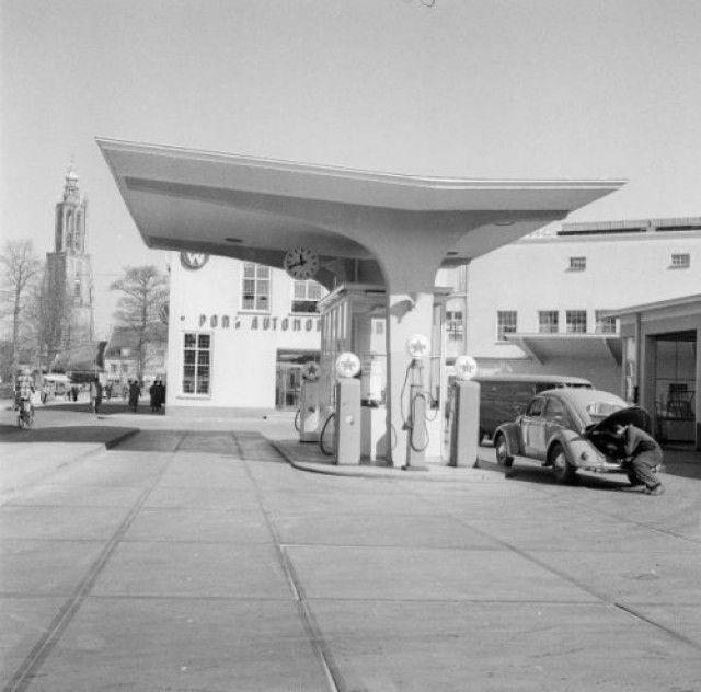 De garage van Pon Automobielbedrijf aan de Arnhemseweg 2.   if then is now