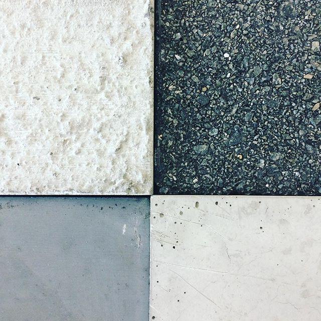 Ser på betongprøver til ny enebolig◻️◼️ . . . . #concrete #architecture #woodarkitekter #betong #materials