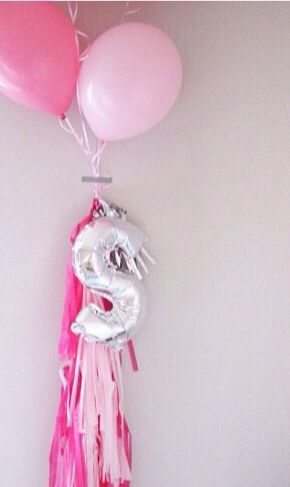 Love the letter balloon / also cute with numbers / cute with almost any color scheme!