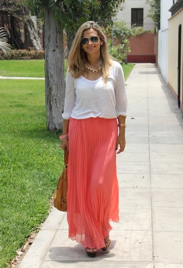 Street Style Looks With Long Skirts For Spring                             maxi skirt with comfy tee