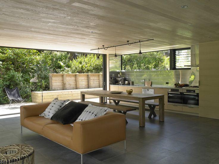 Waiatarua House / Hamish Monk Architecture
