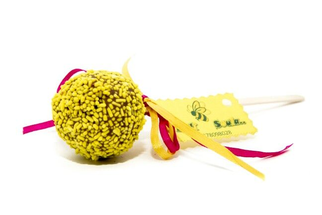 #Yellow #CakePops #Chocolate #PopCakes by #MeliSoula