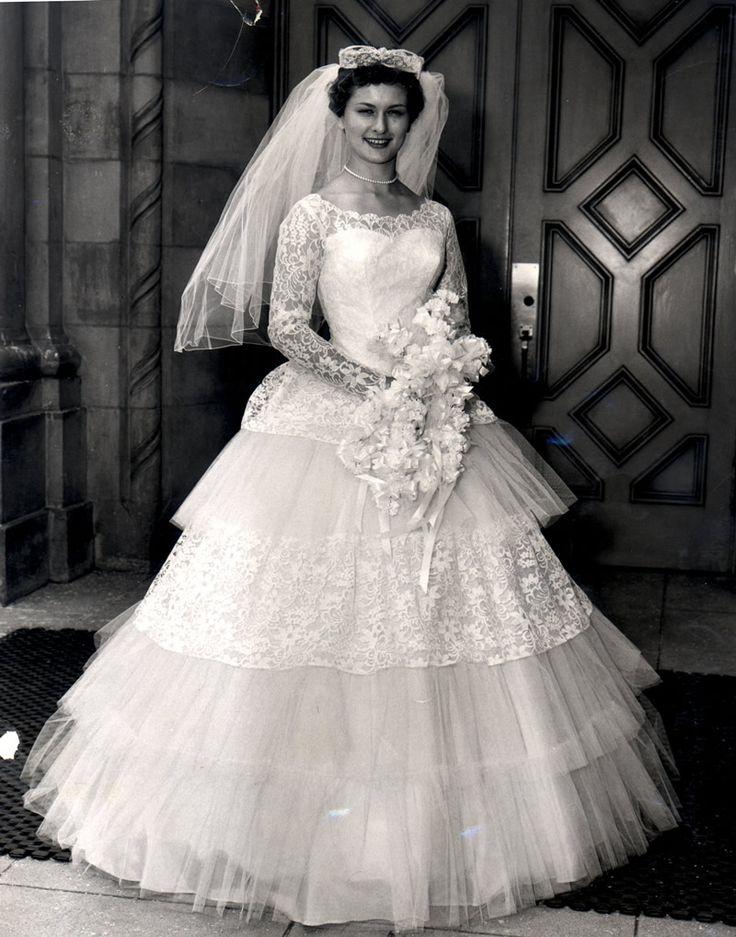 Les 3386 meilleures images du tableau vintage weddings sur for Robes de noce ann taylor