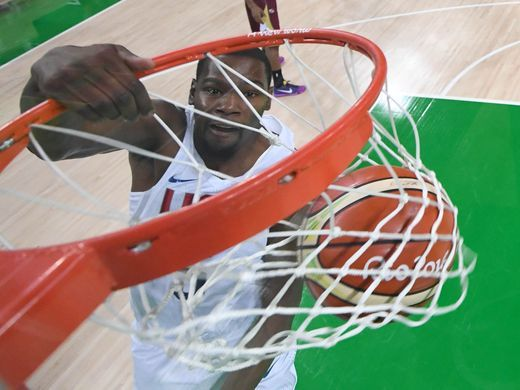 United States forward Kevin Durant (5) dunks the ball