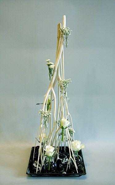 Upside down branches arrangement - very striking #Ikebana #FloralArt