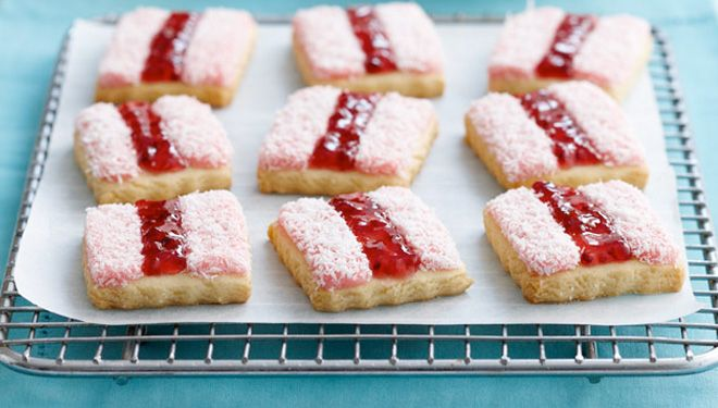 Iced Vovo Tarts Recipe. Jam, marshmallows and coconut. What more could you want?