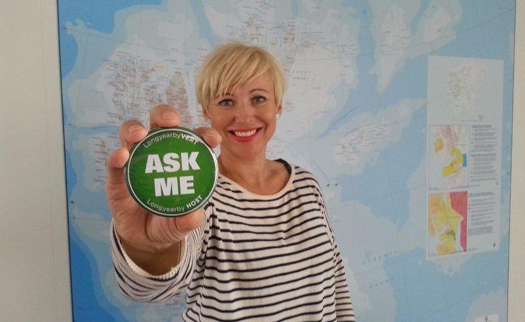 Prosjektleder Trine Krystad i Visit Svalbard forteller at et av tiltakene de har gjort i merkeprosessen er å sette i gang vertskapsprogrammet «LongyearbyVERT».Ivaretakelse av miljøet og formidling...