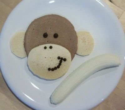 Monkey face pancakes! So adorable!  May have to make these for my monkeys Diego & Marco on their last day of school as a surprise treat!!!