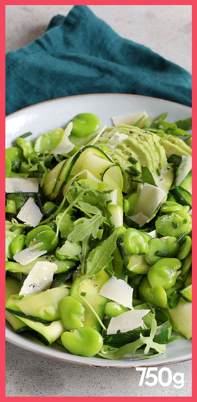 Zucchinisalat, Bohnen, Avocado, Rucola und Parmesan