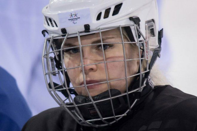 TIL paralympic sledge hockey is coed and Norway's team has the first woman player since 1994: Lena Schrøder