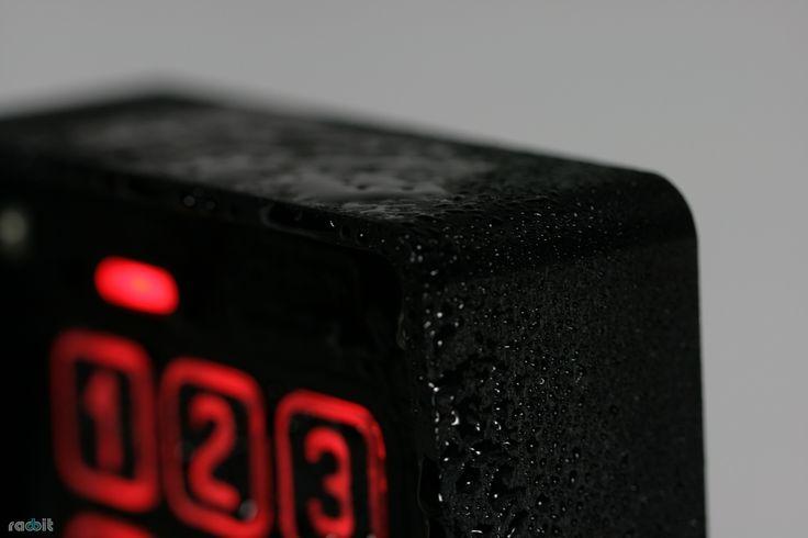 Domofony Radbit są trwałe - wykonane z aluminium, odporne na deszcz i śnieg.