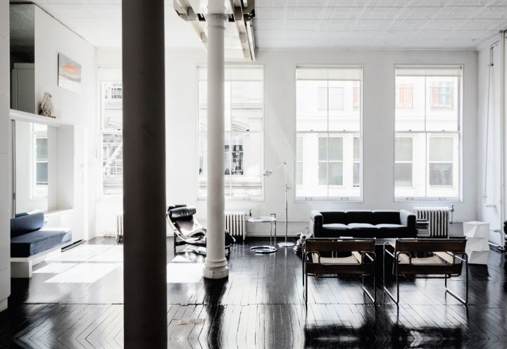 Total white per un loft a New York