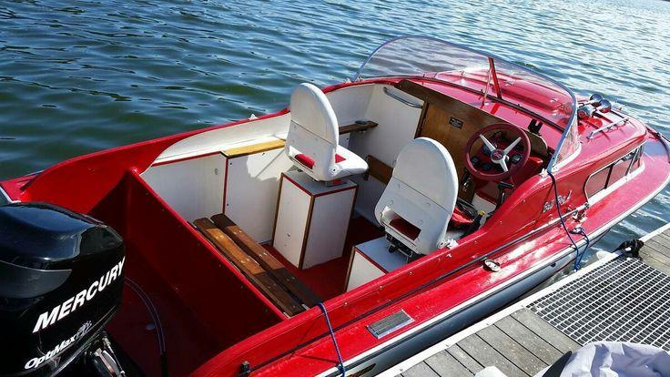Beautiful  1959 Bellboy 404 Express cruiser.