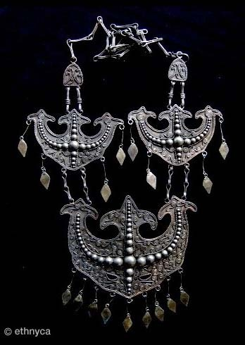 Sumatra, Indonésia | Contemporary silver alloy necklace from the Batak people.