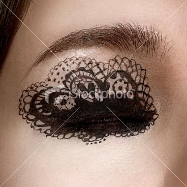lace eye - airbrush: Black Lace, Eyeliner, Lace Eye, Girls Hairstyles, Makeup Eye, Eyemakeup, Eye Makeup Design, Eye Art, Eye Liner