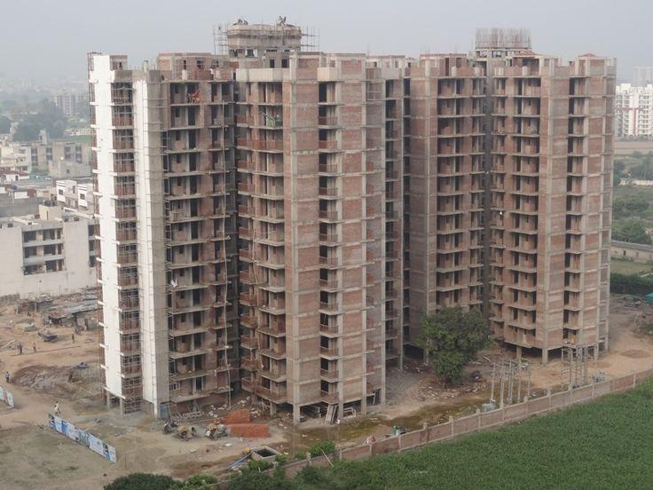 Construction in Full Swing #MotiazRoyalCiti #3BHKFlatsinzirakpur #House #Home #Highway #AmbalaChandigarh