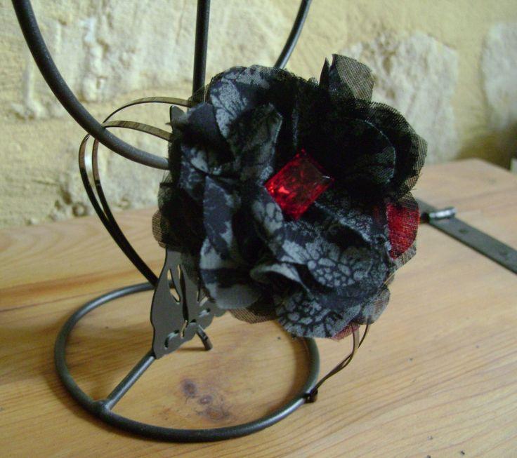 Serre tête en voile noir, rouge et gris style gothique : Accessoires coiffure par les-idees-de-sophie