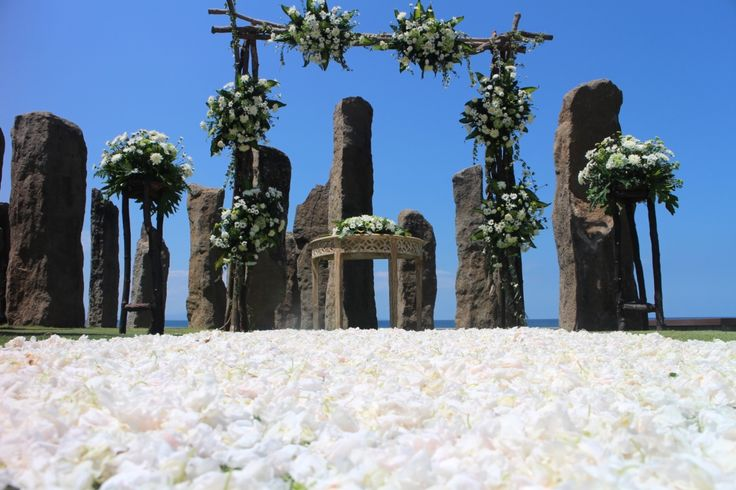 """Once-in-a-life-time unforgetable experience at the stunning """"Stonehenge"""""""
