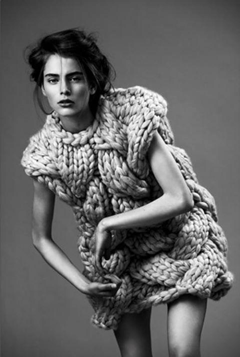 Sculptural fashion - knitted dress with intertwining structure; 3D knitwear // Nanna van Blaaderen