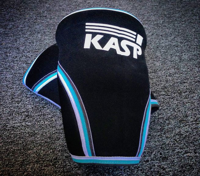This week we take a moment to review a pair offunctionalfitness Knee Sleeves from KASP Media. Item:KASP Knee Sleeves Price:$39 USD for a pair