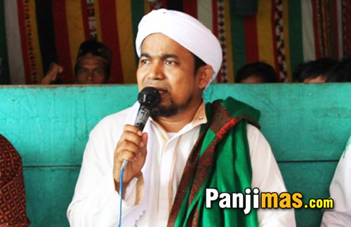 Ulama Aceh: Kami Bosan Menonton Sandiwara yang Dimainkan Rezim Zalim!  Headlineislam.com - Akhirnya Jaksa Penuntut Umum (JPU) sidang kasus dugaan penodaan agama menyatakan terdakwa Basuki Tjahaja Purnama atau Ahok dituntut bersalah dengan hukuman penjara setahun dengan masa percobaan dua tahun. Hal ini dipahami bahwa Ahok tidak akan dipenjara alias bebas bila selama dua tahun tidak melakukan tindak pidana yang sama. Mengetahui hal itu tokoh umat Islam Aceh Tengku Muslim At Thahiri mengaku…
