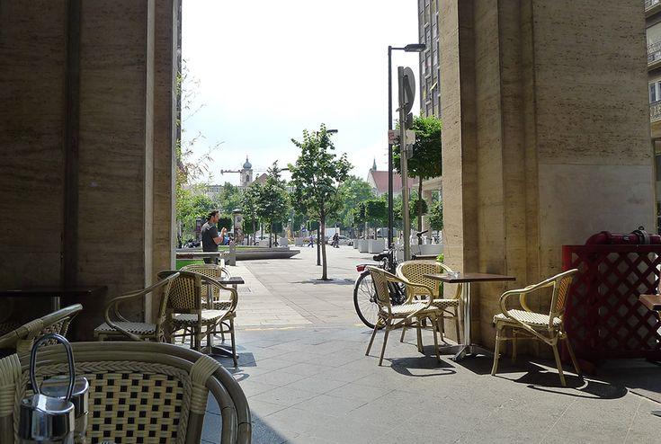 A hétfői madridi városnézésünk után lássunk rögtön egy budapesti ebédet attól a séftől, aki nemrég a Vodafone nyerteseként velünk tartott feleségével a spanyol fővárosba.   Tényleg!   Ugyanis az utazás során kiderült, hogy utastársunk, Jani a Castro Bistro séfje, amitől úgy elsőre nem nagyon jöttünk lázba...