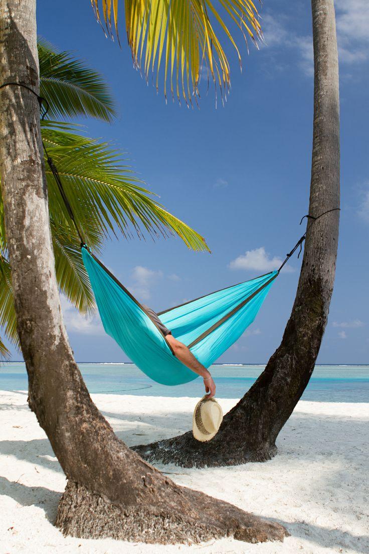 Colibri - turquoise resehängmatta i fallskärms silke. Väger endast 680 gram. Kan lätt förvandlas till solskydd eller strandlakan. Colibri finns i 2 storlekar och i 4 läckra färger. #traveller #travel #hammock #parachutesilk #lightweighthammock #hangmatta #resehangmatta #strandlakan #strand #sol #resor #solskydd #losandes