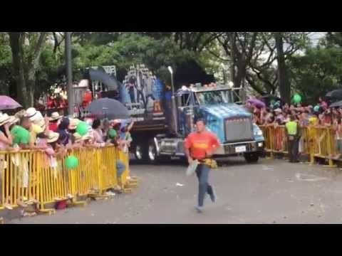 APERTURA DESFILE DE AUTOS, FERIA DE LAS FLORES 2014
