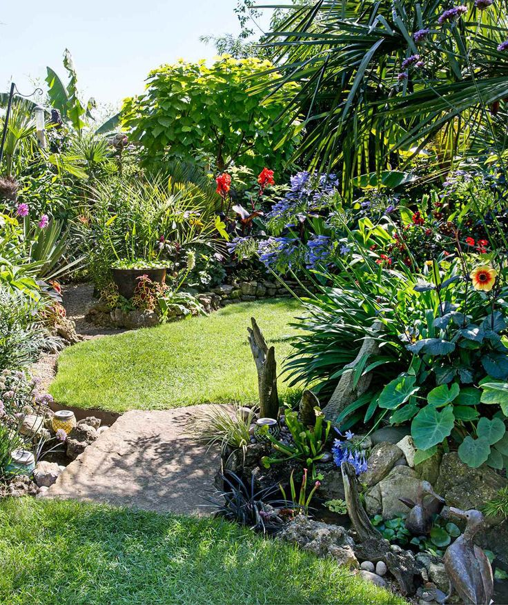 Small garden design. Make the most of a small garden. Maximise a small garden. Small space garden.