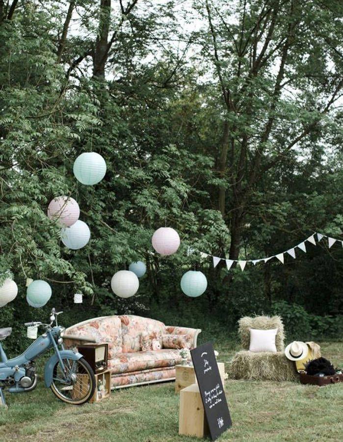 Imaginez un salon cosy au milieu du jardin