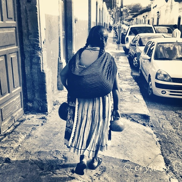 """""""Una Guerrera puede llorar en medio de su circunstancia, pero asi mismo seca sus lagrimas y se vuelve a levantar, no se hace esclava de las malas noticias porque sobre ella reposa una palabra que se cumplira."""" ~ Unknown * Woman in Michoacan, Mexico <3 lis"""