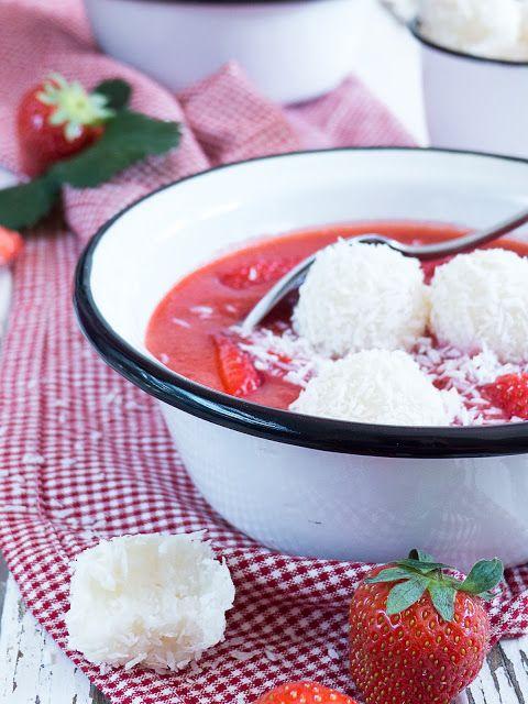Kaltes Erdbeersüppchen mit Kokos-Milchreis Bällchen | Meine Küchenschlacht