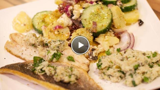 Branzino con salsa verde (zeebaars met saus) & Insalata di papate e cetrioli (salade met aardappel en komkommer) - recept | 24Kitchen