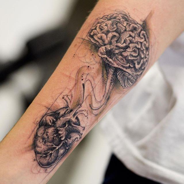 """Razão ou emoção? - Tatuagem feita por <a href=""""http://instagram.com/larstattooer"""">@larstattooer</a>"""