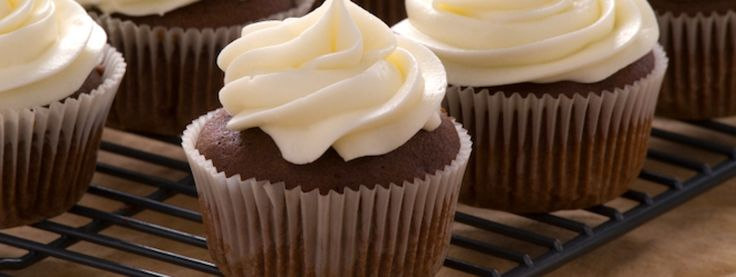 Une recette de cupcakes au chocolat et glaçage au beurre, présentée sur Zeste et Zeste.tv.