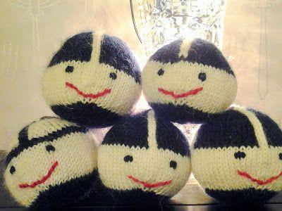 Neulotut väiskipäät = joulupallo