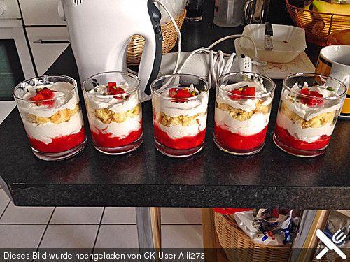 Erdbeer-Käse-Sahne-Kuchen im Glas