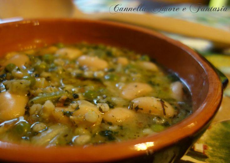 Dopo una domenica piena di tanti manicaretti, la zuppa contadina con farro e borlotti è un'ottimo primo o piatto unico,sana,gustosa e leggera