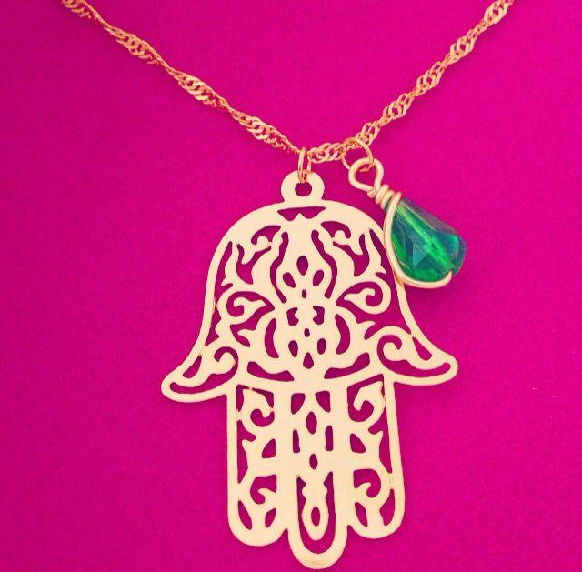 HAMSA con piedra jade incrustada en goldfilled.