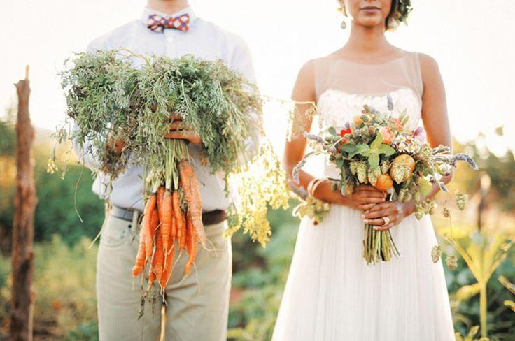 Общая тенденция к здоровому образу жизни не обошла стороной и свадебную индустрию! Все популярнее становится использование овощей в тематике свадьбы. Они яркие, красивые, аппетитно выглядят и очень удобны для создания предметов декора. На свадьбах в стиле Эко, Рустик или Кантри овощи станут потрясающей альтернативой цветам! #stylewedding#wedding#свадьба#невеста#любовь#love#семья#family#молодожены#justmarried#декор#свадьба2017#свадебноеплатье#photo#followus…