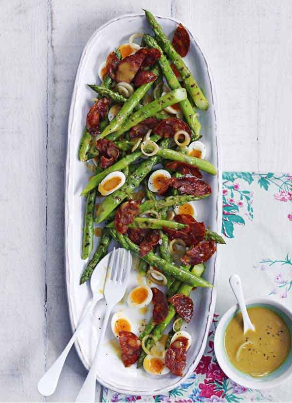 Griddled asparagus with quail's eggs and chorizo. A simple dinner-party starter. Once the egg, asparagus and chorizo are cooked, it's a quick an easy assembly job. Quail's eggs are a bit fiddly to peel but they look very pretty in this salad. If you want to use hen's eggs, cook 6 in boiling water for 7 minutes then cool in iced water and peel and quarter to serve.