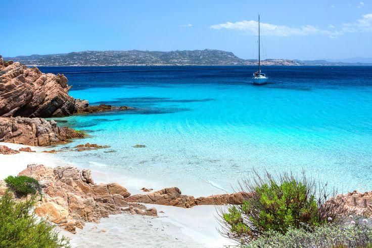 Maddalena, Italie. https://www.maritima-sailing.fr/mediterranee/location-voilier-catamaran-italie-sardaigne-la-maddalena#informations